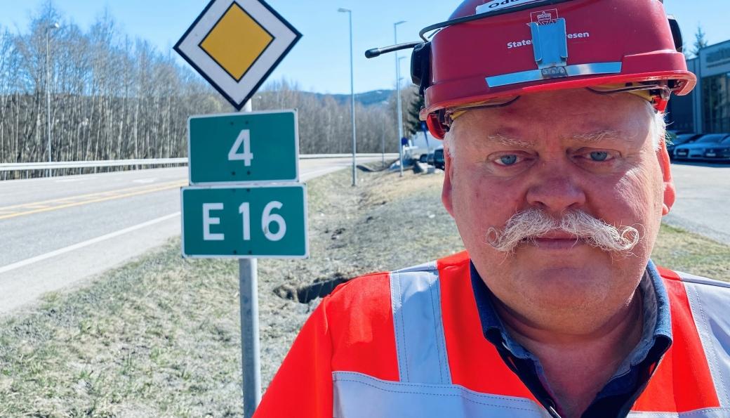 Prosjektleder Odd Johansen i Statens vegvesen skal velge ut tre av sju entreprenører som får være med videre i kampen om å bygge ny riksvei 4 opp mot Lygna.