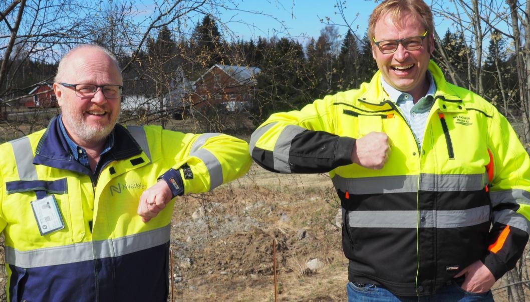 Prosjektsjef Jarle Kristian Tangen i Nye Veier (t.v.) og Per Hatterud i Hatterud Maskin.