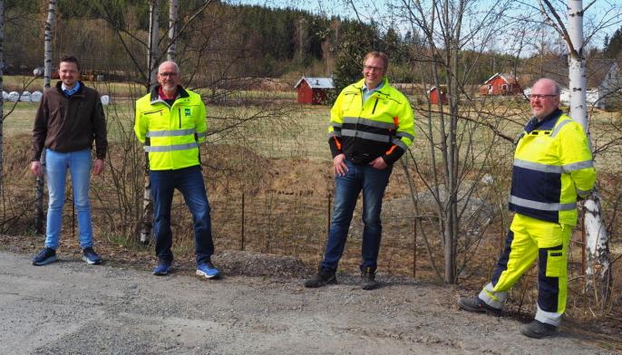 De ser frem til bygging og åpning av ny døgnhvileplass på Rudshøgda. Fra venstre: Kim Brandsnes (Rudshøgda Næringsforening), Guttorm Tysnes (NLF), Per Hatterud (Hatterud Maskin) og Jarle Kristian Tangen (Nye Veier).