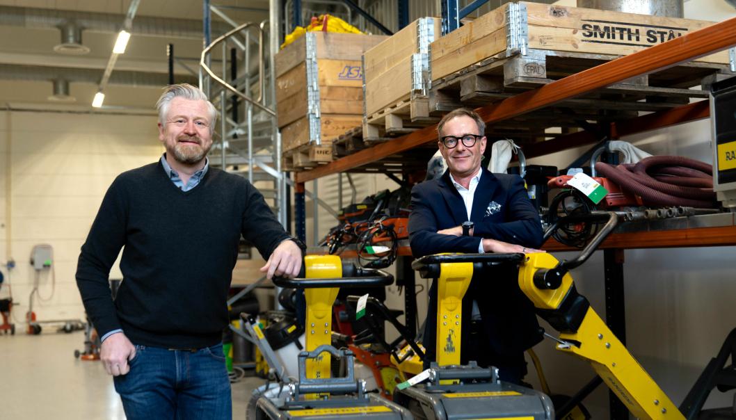 Administrerende direktør i Ramirent Norge, Fredrik Brandal(t.h.), og daglig leder i DigiQuip AS, Carl Fredrik Kleppe, inngår nå et partnersamarbeid som forenkler Ramirent-kundenes hverdag gjennom bruk av en ny digital plattform.