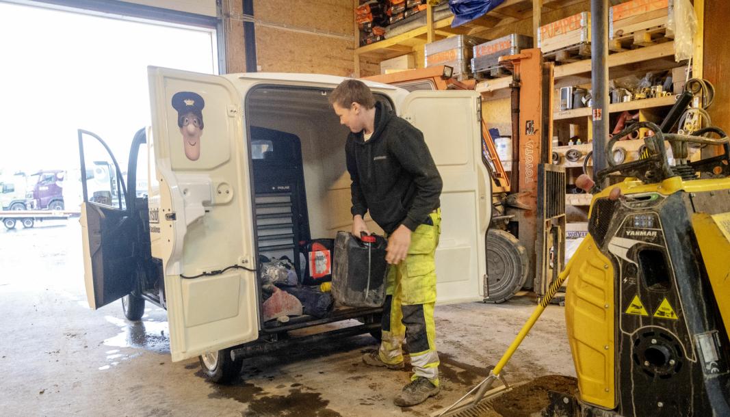 GOD PLASS: Varerommet på Axiam mopedbilen er tre kubikk, og den kommer også i en modell med lasteplan. Der får Dager'n med seg alt verktøy til diesel til maskinen.