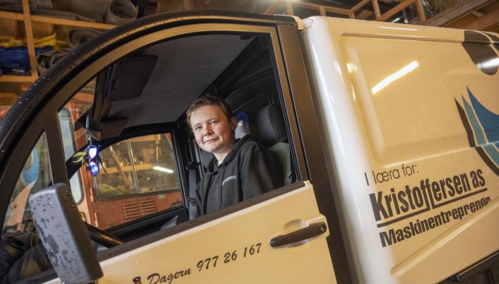 I LÆRA: Over firmalogen på siden av mopedbilen til Dager'n står det «I læra for».