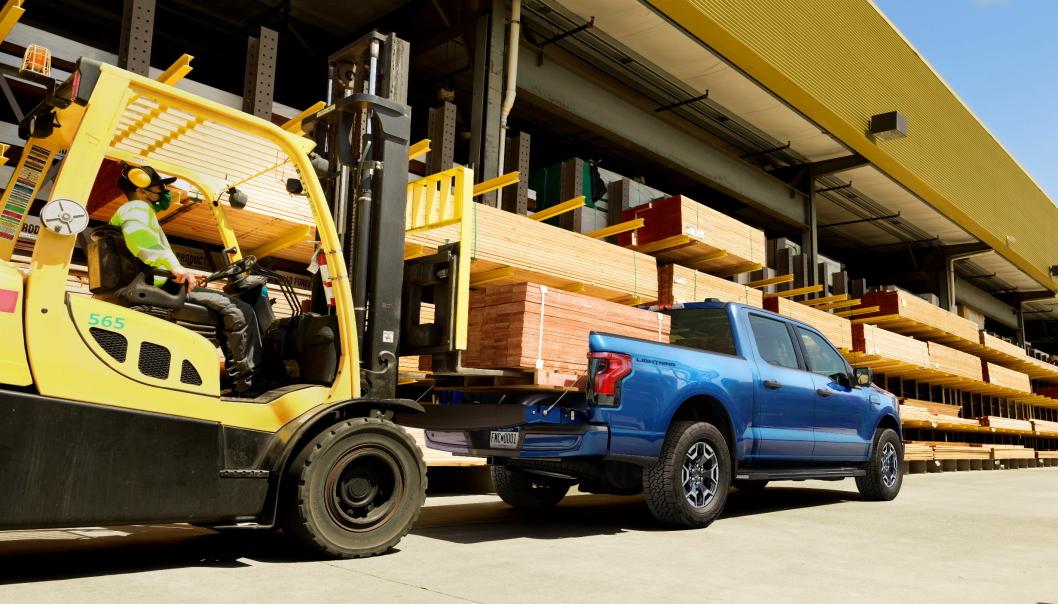 2022 Ford F-150 Lightning XLT. Den elektriske pickupen fra Ford skal kunne laste inntil 900 kilo go trekke inntil 4500 kilos henger i USA.