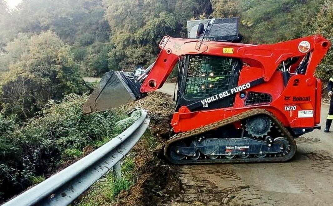 I DRIFT: 20 personer fra SOG-styrken, fra hele Italia, har fått opplæring i bruk av maskinen. Foto: Bobcat