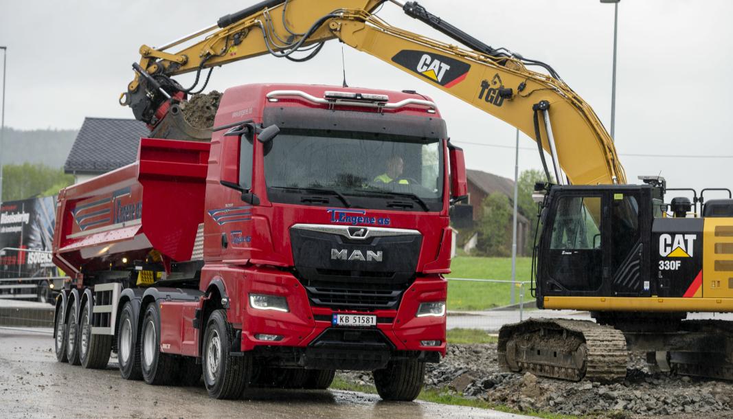 FØRSTE: Denne MAN TGX-en til T. Engene AS fra Gol er Norges første tippsemien av den nye generasjonen lastebil som er levert i Norge.