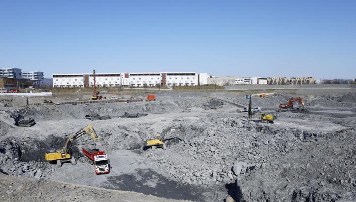 Aktivitet: Det er full aktivitet i etableringen av den gigantiske byggegropa.