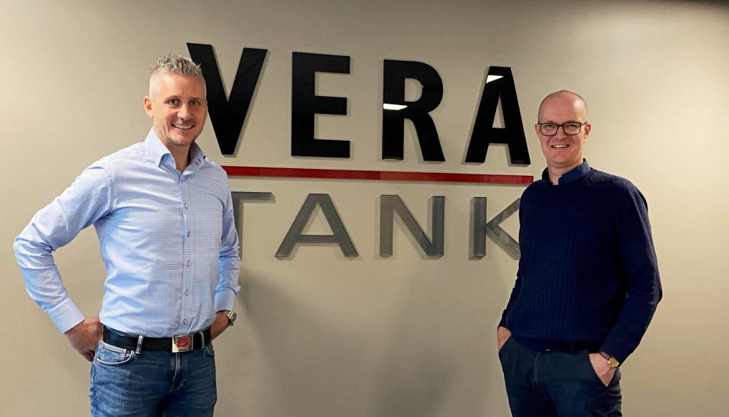 OPPKJØP: Tor Kjetilson Moe (t.v.) og Construction Equipment Group kjøper opp Vera Tank AS, her med daglig leder Christen Røhnebæk.