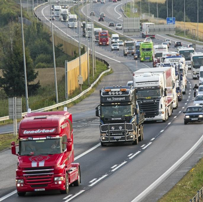 Lastebil-convoyen fra Oslo til Gardermoen er populær både å delta i og å se på.