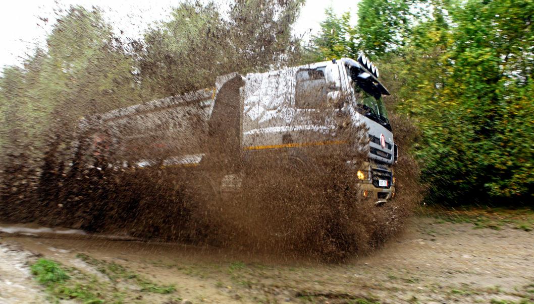 AT.no ble med da en Tatra Phoenix 8x8 ble prøvekjørt litt på på en gjørmete sidevei ved Transportmessa 2013.