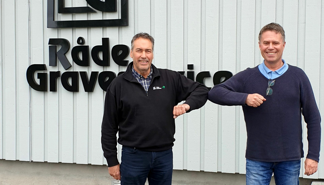 Haldenseren Lasse Hågensen (t.h) blir ny daglig leder i Råde Graveservice AS. Administrerende direktør Terje Andersen tror på fortsatt vekst i selskapet med ny leder som har god innsikt både i anlegg og eiendom.