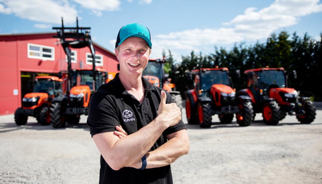 Petter Pilgaard starter eget firma, Pilgaard Maskin i juni 2021. Han bruker utstyr - hovedsakelig Kubota - i forbindelse med en samarbeidsavtale med Nellemann Machinery AS. Her hos på Kubota Center Lier i Lier.