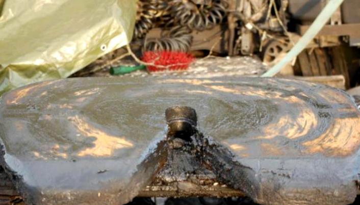 Lyse områder på svingskiven med manglende smørefett, på den sørgående trekkvogna.