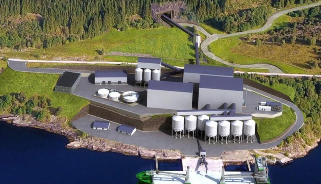Illustrasjon av Engebø-prosjektet. Et grovknuseverk skal stå inne i fjellet nær gruva i Engebøfjellet. Ved Førdefjorden blir det et prosessanlegg som består av finknuseverk, våtprosess-anlegg, tørrprosess-anlegg, lagertanker, utlaster til skip og en hel rekke transportbånd og elevatorer mellom de ulike seksjonene.