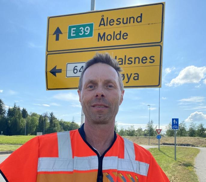 Statens vegvesen og prosjektleder Harald Inge Johnsen har valgt en kontraktsstrategi for E39 Ålesund-Molde som passer for store og små entreprenører og underleverandører.