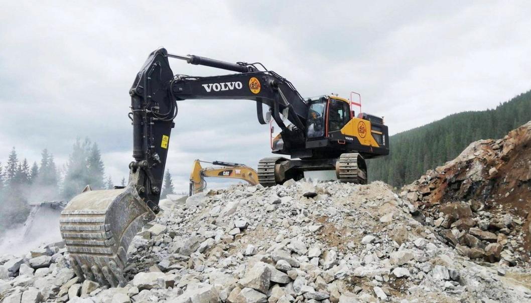 Bertel & Garpestad signerte kontrakt med Statens vegvesen på å bygge nær en mil med ny E39 i Molde.