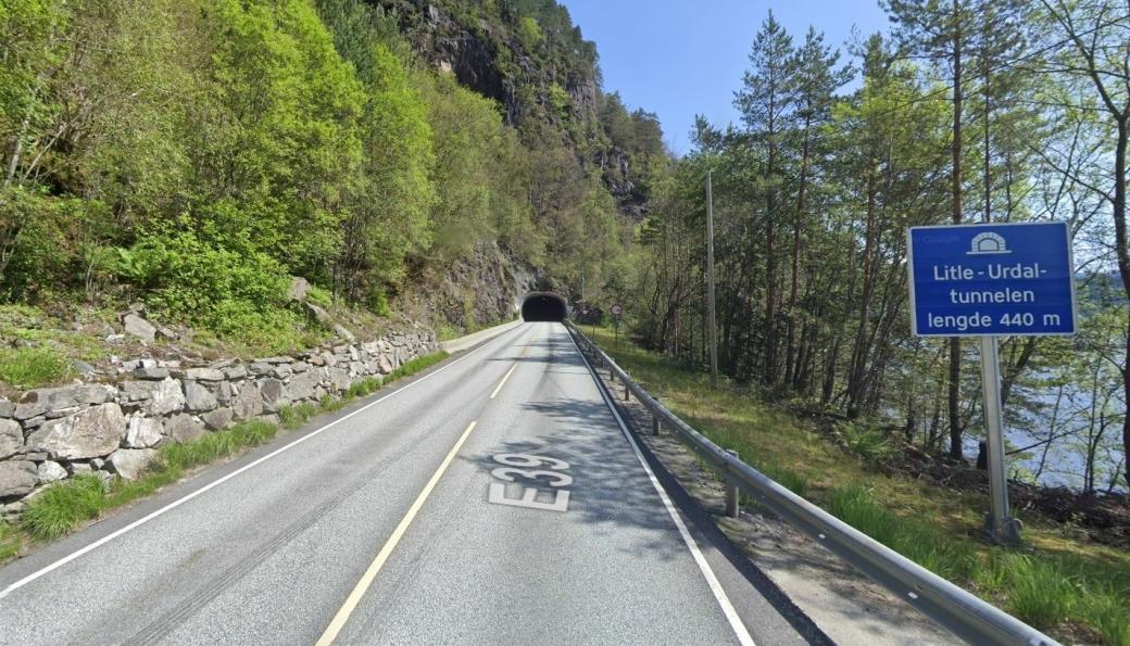 Den 440 meter lange Litle-Urdaltunnelen på E39 i Alver i Vestland stenges hele uke 25.