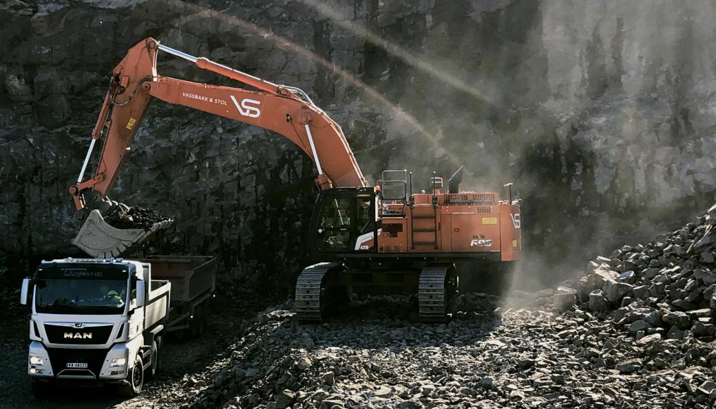 Hitachi ZX690-7, er den største gravemaskinen som Nasta leverte til Vassbakk & Stol AS.