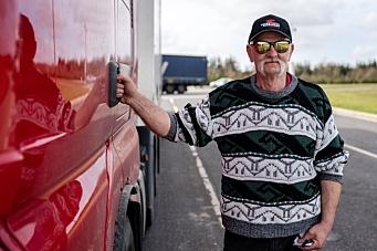 Oppfordrer godssjåfører til å vise hensyn til uerfarne bilister