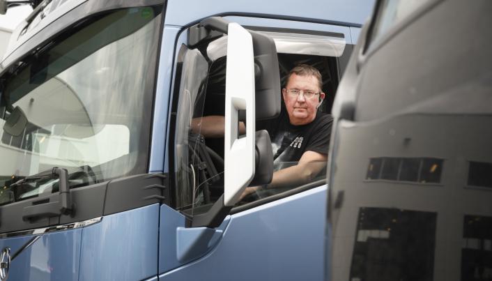 NÆR: I nesten en måned uker kunne Roger Karlsen å måtte levere den gamle krokbilen uten å få skilter på den nye.