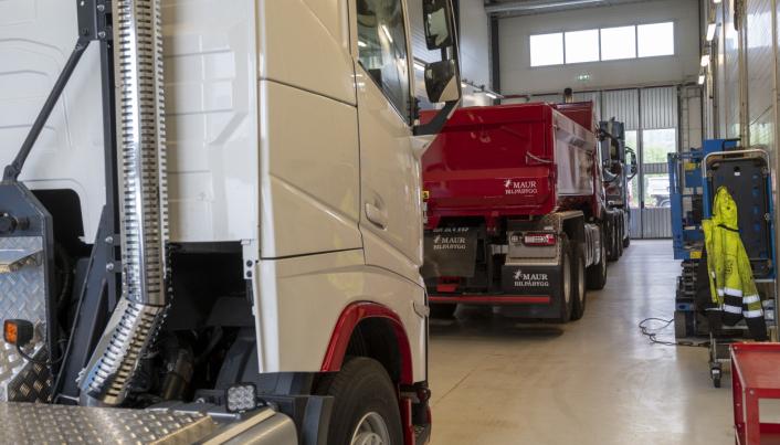 KØ: Bare hos Volvo Truck Center i Drammen sto det i begynnelsen av juni over 10 lastebiler som ventet på godkjenning i TS0.