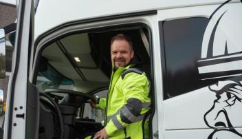 Jørn Guttormsen gleder seg til å teste ut LNG-lastebil til asfalttransport. Han ønsker å spare både penger og miljø når han velger de drivstoffgunstige modellene fra Volvo.