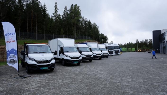 PÅ TUR: De siste månedene har disse bilene fartet land og strand rundt for å vise frem noe av det Iveco har å tilby transportsektoren.