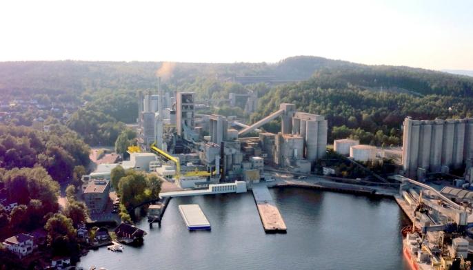 Anlegget, som her er lagt inn og farget gult i bildet av Norcem-fabrikken i Brevik, skal fange 400.000 tonn CO₂ årlig, noe som tilsvarer årlige utslipp fra rundt 200.000 fossildrevne biler.