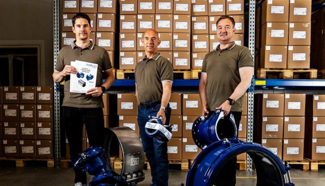 VVS-LØSNINGER: Hymax produserer trykkvannskoblinger og har et stort utvalg som her vises av trioen Espen Bostad, Georg Gloppen og Morten Beldsvik i IBECO Norge.
