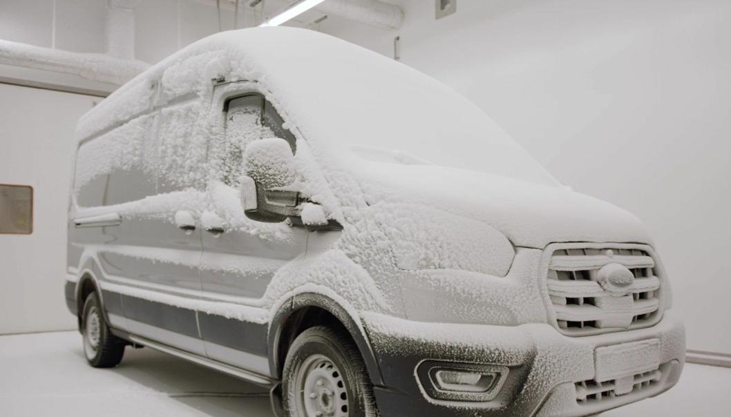 Den elektriske varebilen ble utsatt for 35 kuldegrader i Fords værlaboratorium.