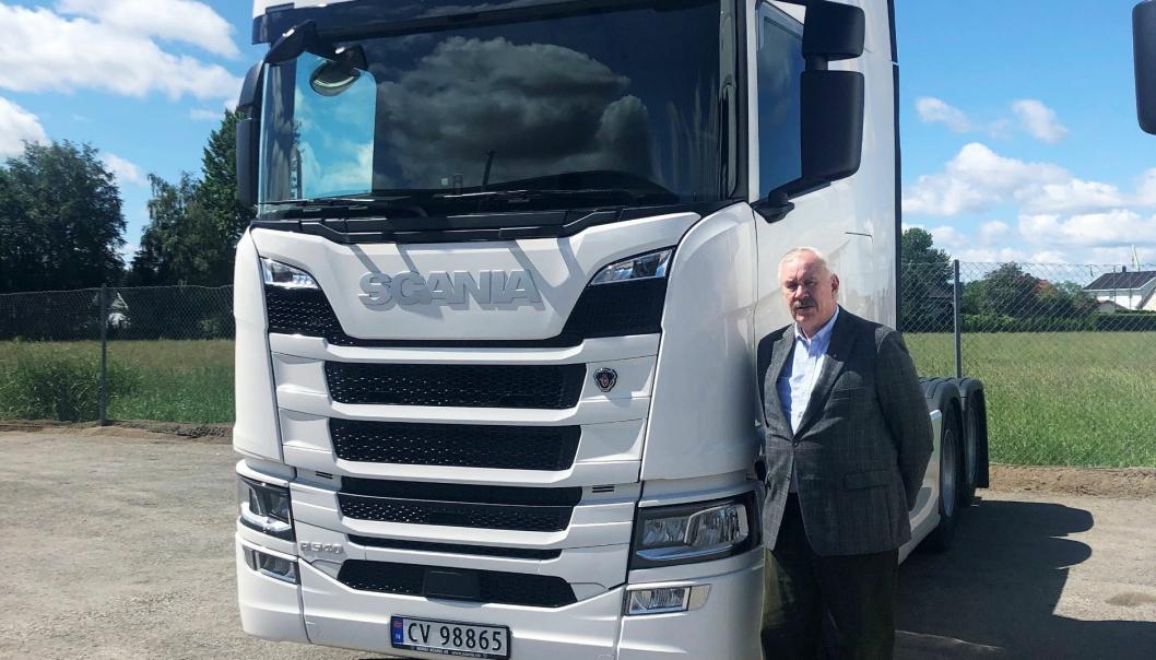TEKNISK: Jan Steinar Jensen, teknisk direktør i Norsk Scania, påpeker at det å velge riktige smøremidler har stor påvirkning på de totale eierkostnadene.