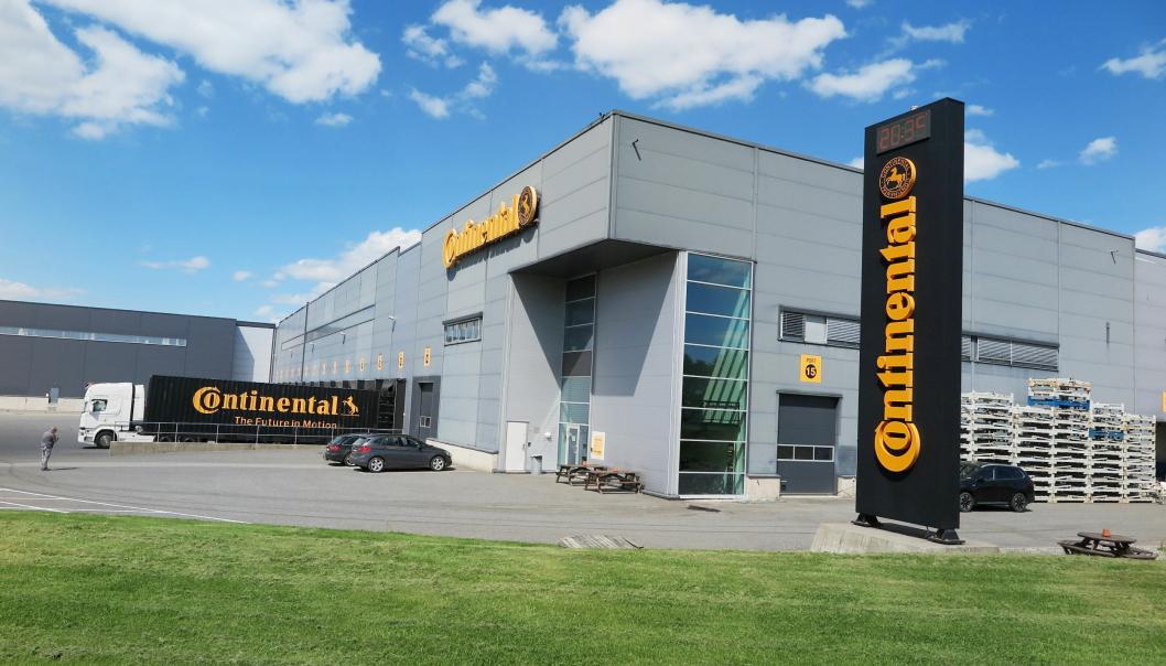 RUVER: Continentals dekklagerbygning i utkanten av Askim ruver og ligger rett ved E6.