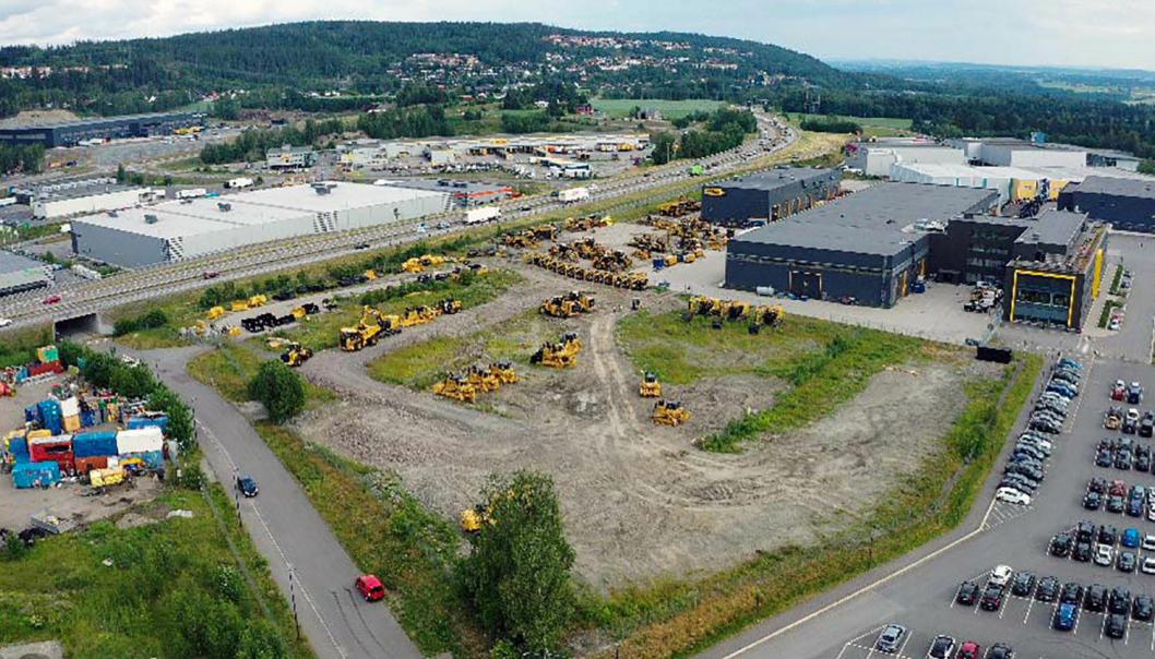 STORT: Tomten på 19 mål har vært lagerplass og demoområde for Pon. Nå skal Agder Gruppen bygge nytt anlegg for sin Oslo og Viken avdeling der.