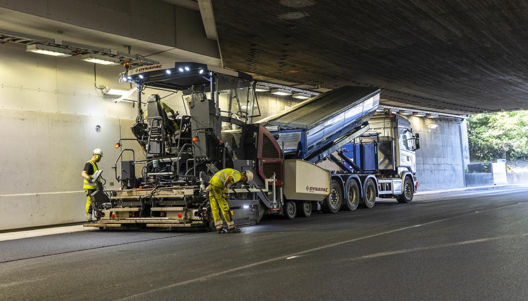 Det er lagt 22.500 kvadratmeter ny asfalt i hele tunnelen.