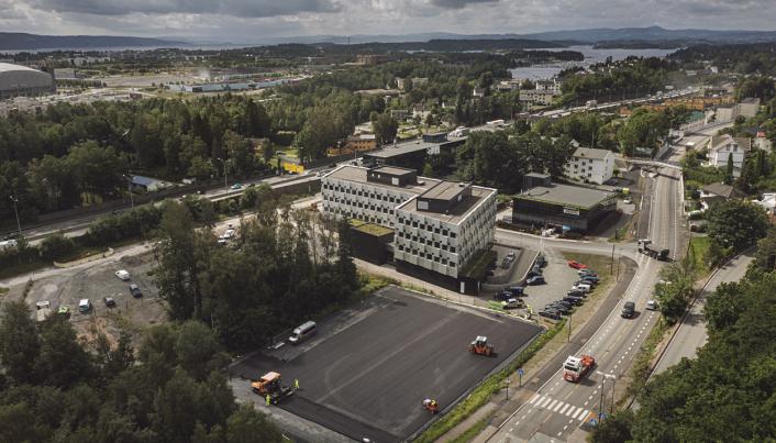 Riggområdet som ble asfaltert ligger på Lysaker - tett på E18.