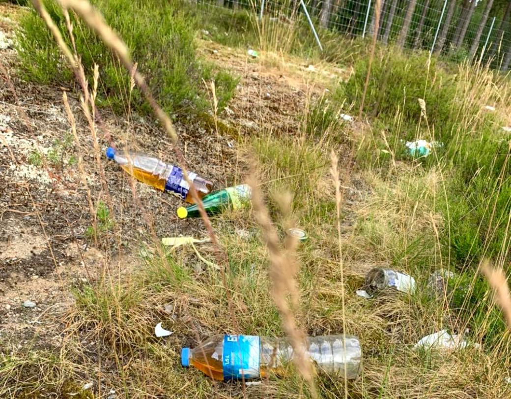 Mange langtransportsjåfører tisser på flasker som de deretter kaster langs veien.