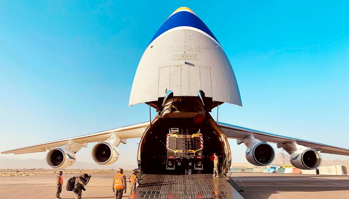 På Antonov An-124 Ruslan heises førerkabinen ved lasting og lossing.