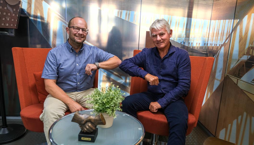 Kontraktsignering tirsdag 13. august 2021. Fra venstre: Johan Hansson, adm. direktør i Peab Anlegg og Nils Petter Halvorsen, eier og styreleder HGT.