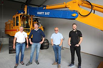 Komatsu-tipptrucker, elektriske Volvo-er og Cat-maskiner til Stangeland