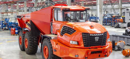 Rammestyrt Kamaz-dumper på over 70 tonn