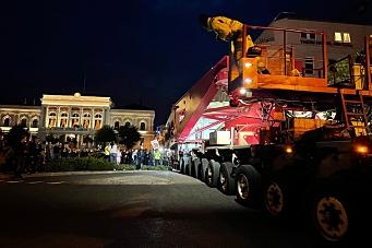 Mange skuelystne da 72 meters vogntog kjørte i Skien sentrum