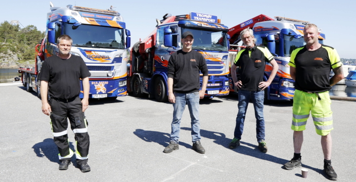 GJENGEN: Gutta i Tromøy Transport, fra venstre: Glenn Christiansen, Rolf Ellefsen, Bengt Nilsen (eier) og Anders Landbø. Foto: Klaus Eriksen