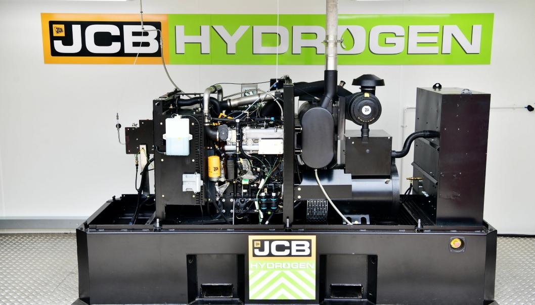 OPPBYGGINGEN: Mens batteri må lades over ganske lang tid, er det raskere å fylle hydrogen på tanken. Her er en løsning presentert. Foto: JCB