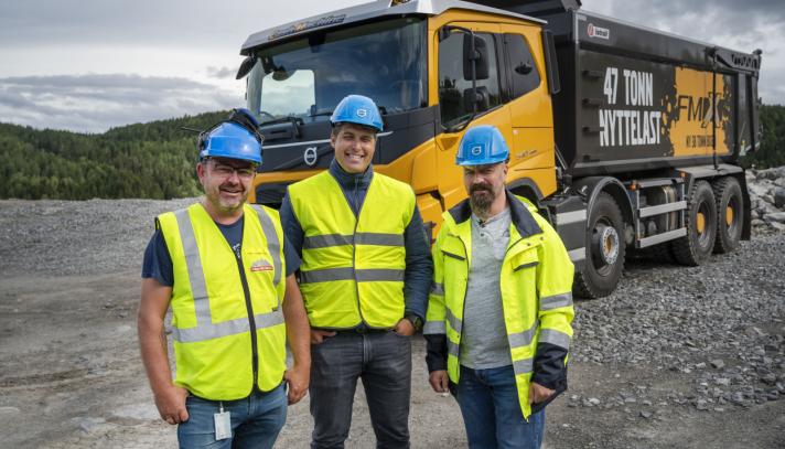 FORVENTNINGER: Roar Aaserud (t.h.) og Feiring Bruk har allerede bestilt to nye Volvo FMX med de nye akslingene fra Even Øimoen og Lasse Sætre i Volvo.