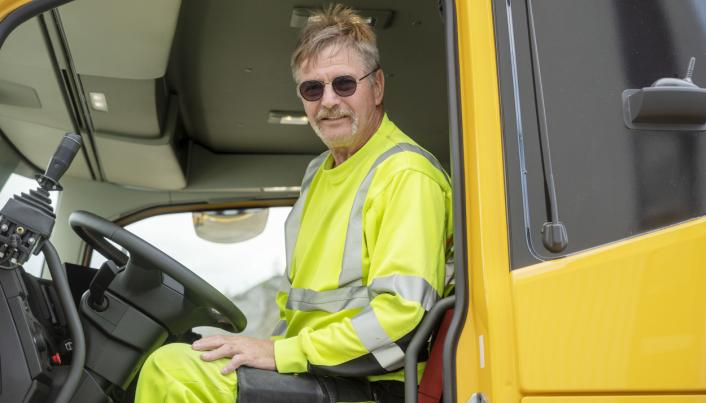 TURER: Arne Eid har kjørt internbil på Feiring i over 20 år. Hver dag kjører han mellom 80 og 100 lass.