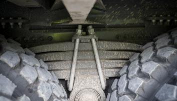 GROVT: Fjærpakka til den nye 38 tonns tandemen er grov.