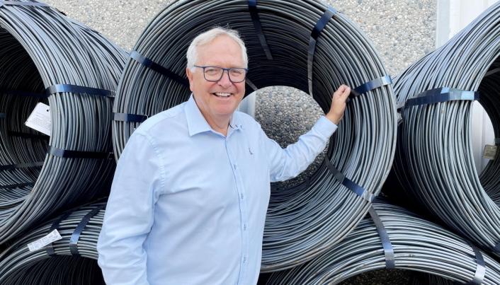 NYE PRODUKTER: Key Account Manager Tom Petter Olsen i Nøsted & har en nyhet før vintersesongen. Foto: Nøsted &