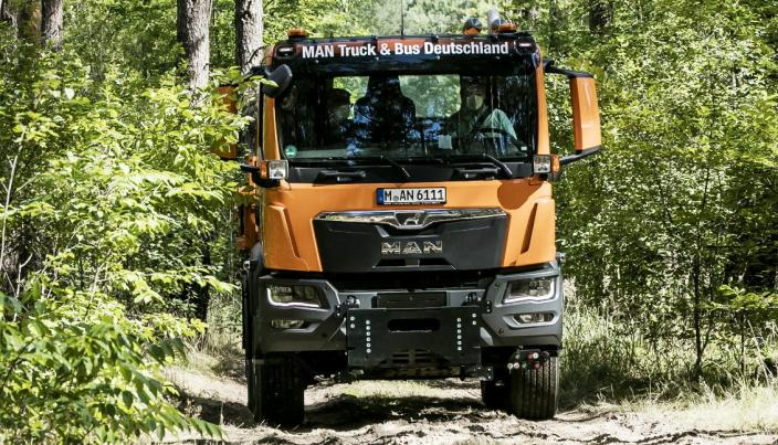 TGM 4x4: En liten praktisk bil typisk for kommunal drift. Den drar seg godt gjennom både sand og mer typisk skogsterreng.