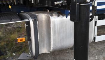 TILPASSET: Det er laget utsparing i dieseltanken som støttebeinet står i når det ikke brukes.