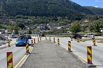 Noen fjerner veiskilt og anleggsgjerder - Vegvesenet vurderer anmeldelse
