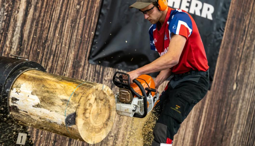 Her setter Ole Magnus Syljuberget fra Mesnali ny verdensrekord i øvelsen «Stock Saw» under helgens nordiske mesterskap i Stihl Timbersports i Stenkullen, Sverige.